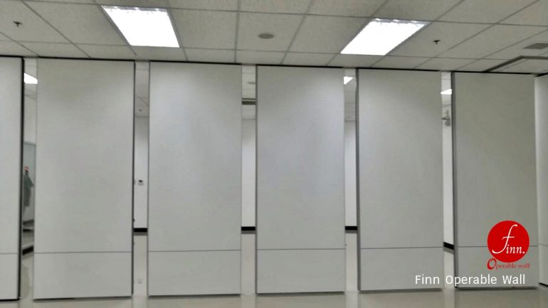 ASIA CAN :: Reference Projects. Meeting & Training Room :: Finn Operable wall systems.