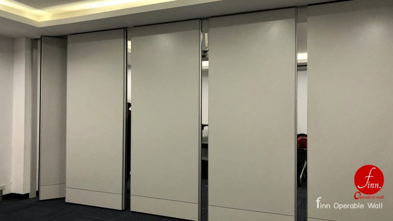 NICHIAS Reference Projects. Meeting & Training Room :: Finn Operable wall systems.